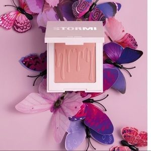 Kylie Cosmetics Flutter In Love Blush